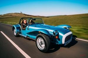 【レトロでラグジュアリーな新型車】ケータハムからスーパーセブン1600が登場 英国価格およそ452万円から