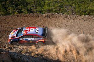 WRCトルコ:46歳の元王者セバスチャン・ローブが首位発進。初日はヒュンダイ勢1-2