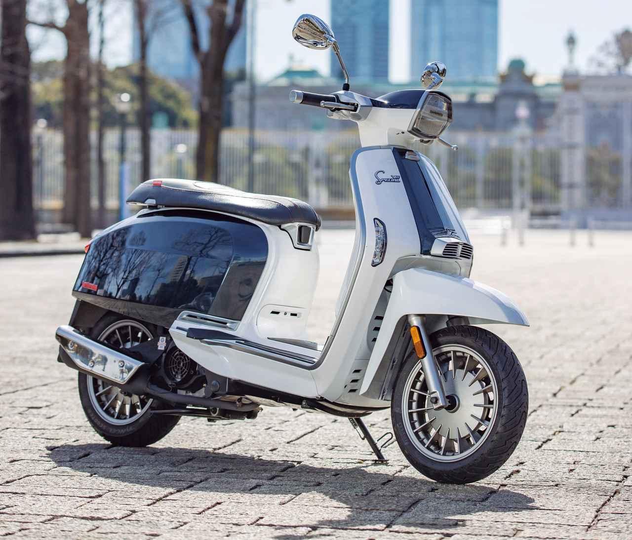 ランブレッタ「V125スペシャル FIX/FLEX」インプレ・解説(2021年)個性あふれる原付二種スクーターで街を駆けよう!