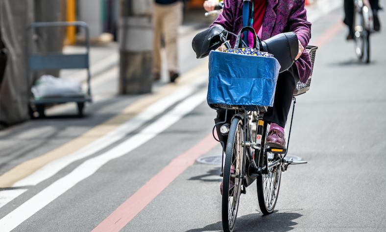 4割が「歩行者がいなければ歩道を走行する」、なぜ道路交通法を守る自転車利用者は増えないのか?