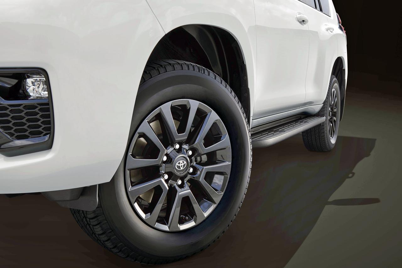 トヨタ ランドクルーザープラドを一部改良。装備の充実や意匠変更などを図る