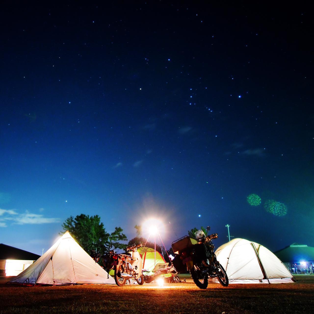 キャンプの夜は星景撮影が楽しいよ。デジイチやGoProでの星の撮り方とか道具、便利なアプリを紹介するぞ。〈若林浩志のスーパー・カブカブ・ダイアリーズ Vol.54〉