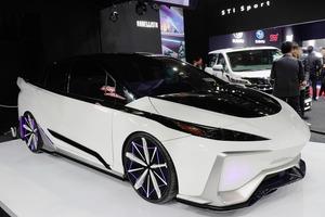 2大巨塔が手掛けた「トヨタ・プリウスPHV」 次期型を彷彿とさせる近未来スタイルへ【東京オートサロン2020】
