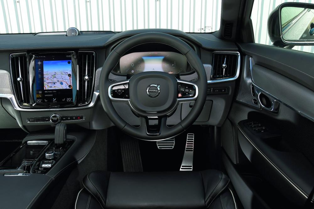 【詳細データテスト】ボルボV90 T6リチャージ AWD Rデザイン スポーティなルックス 洗練の走り 極上の快適さ