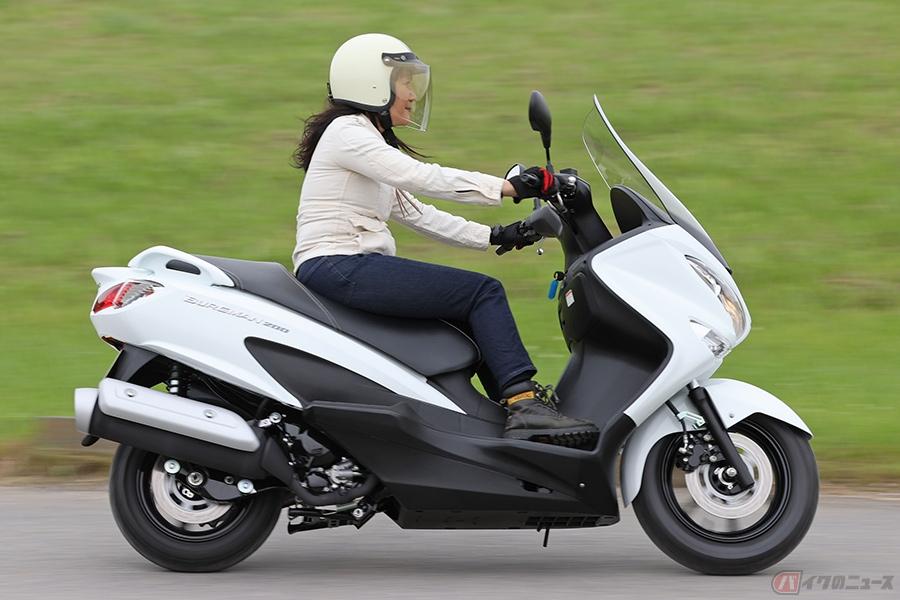 ママライダーに好感触!? スズキの軽二輪スクーター「バーグマン200」はコンパクトでパワフル!