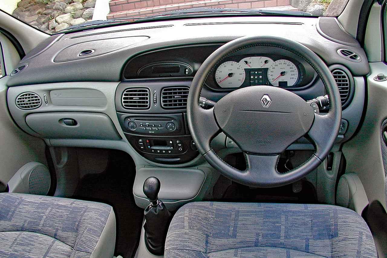 【懐かしの輸入車 41】ルノー セニック RX4はラテンの貴重なクロスオーバーカーだった