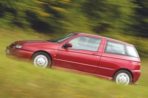 【小さな四つ葉のクローバー】アルファ・ロメオ145クワドリフォリオ 英国版中古車ガイド