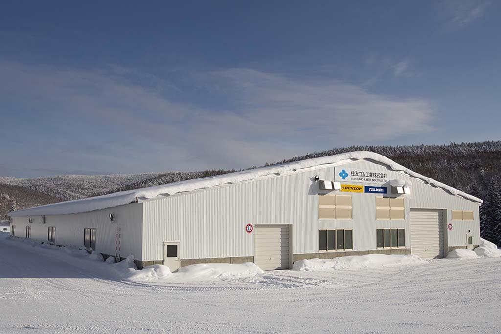 住友ゴムが国内最大級の屋内氷上テストコースを建設
