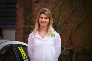 英国ツーリングカー:元F1ドライバーのブランデル、自チームの開発ドライバーに女性ルーキー起用