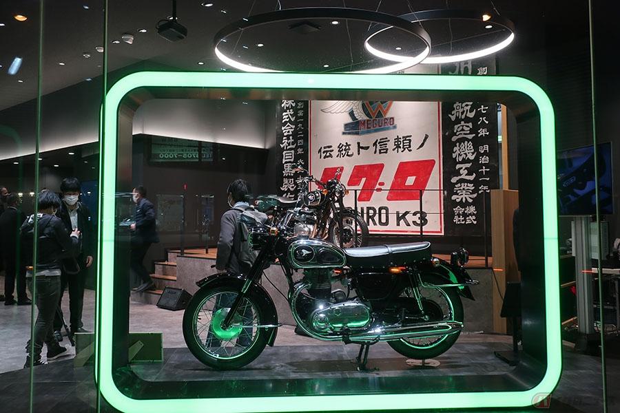 カワサキ「MEGURO K3」公開! 次世代のカワサキプラザ東京等々力で初披露
