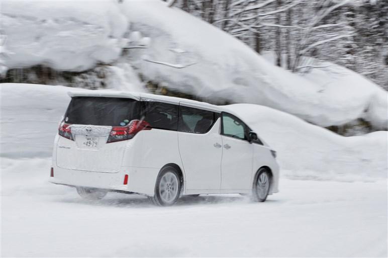ピレリ製スタッドレス×大型ミニバン、ドライ~アイスで実力試し!