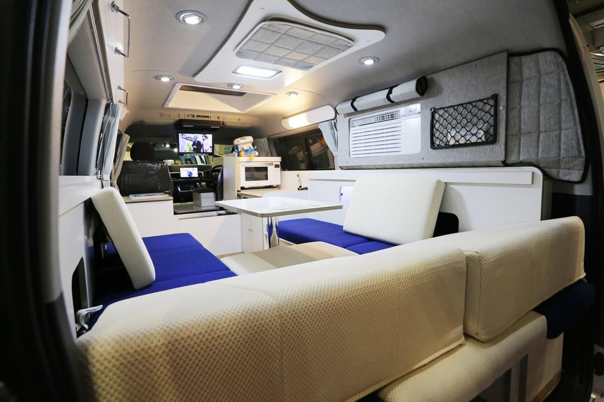 高級マンション並のゴージャスさ! 「家庭用エアコン」「国産家具」は当たり前の最新キャンピングカー