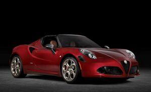アルファロメオの伝説のスポーツカー「33ストラダーレ」の血統を受け継ぐ「4Cスパイダー33ストラダーレ・トリビュート」が米国で発表