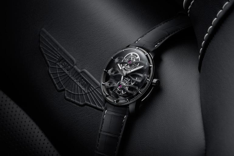 アストンマーティンによって選ばれた軽量なグレード5のチタンで作られたジラール・ペルゴの機械式腕時計「スリー・フライング ブリッジ トゥールビヨン」