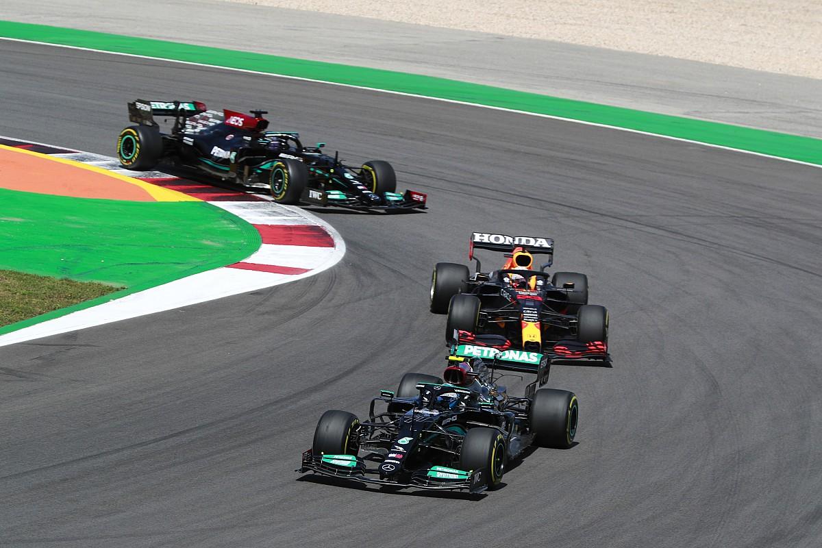 ハミルトンが、再スタートでフェルスタッペンに抜かれた理由「一瞬ミラーを見た隙に……」 F1ポルトガルGP