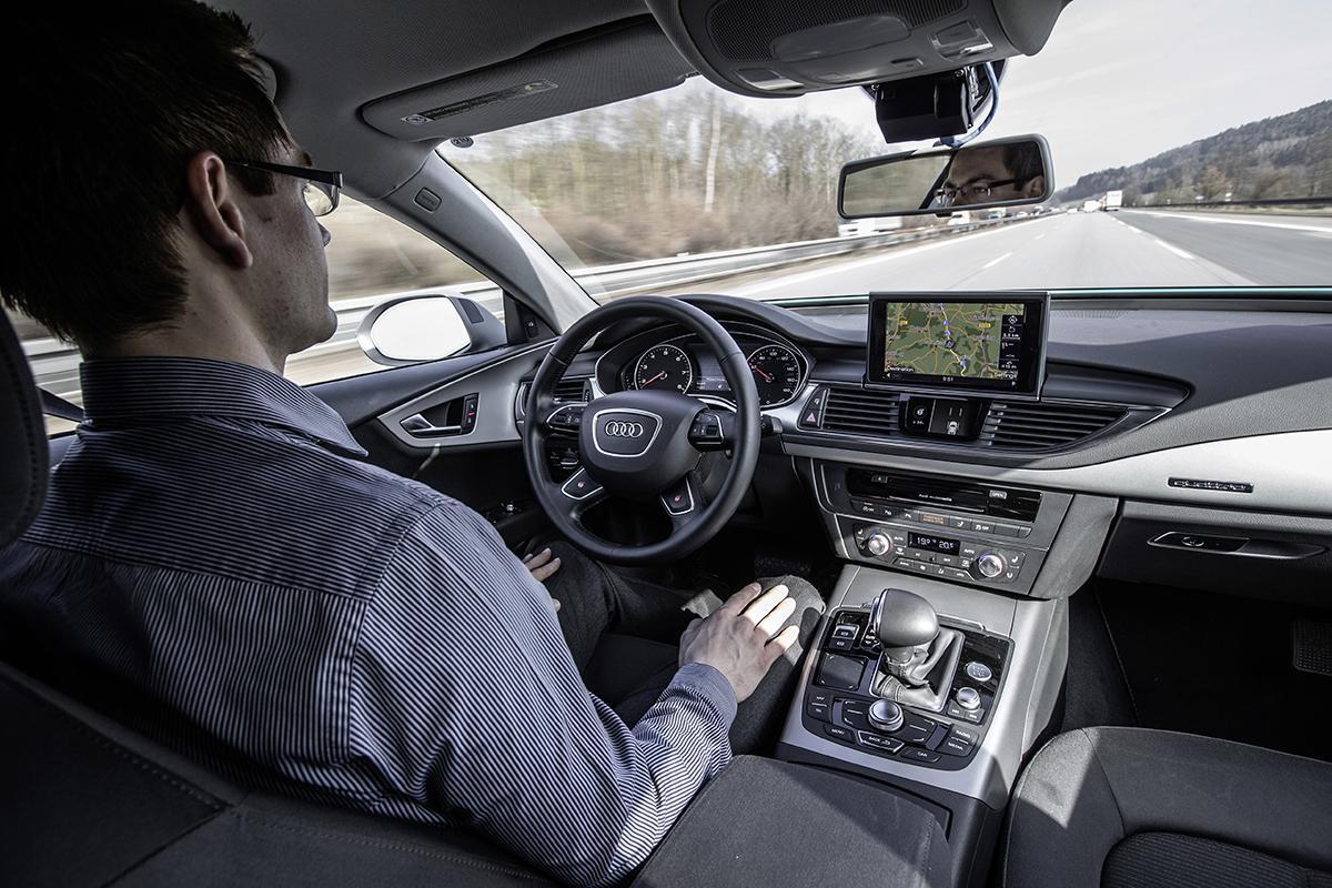 「自動運転車」でレースをするほうがよほど簡単! レーシングドライバーから見た公道での自動運転の難しさとは