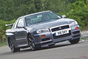 【世界的な人気が止まらない】日産スカイラインGT-R(R34) 中古車の購入 故障の注意点/英国相場は