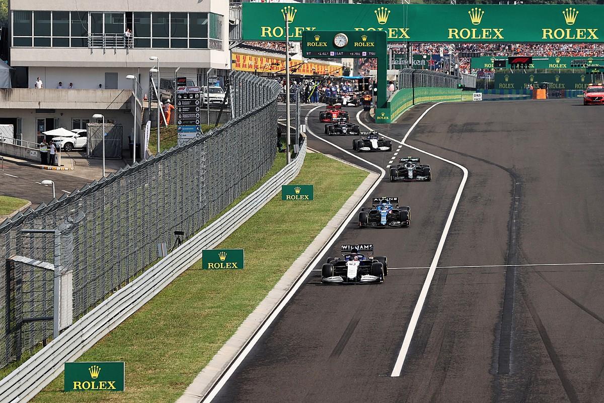 ピットレーンで追い抜き、ペナルティを受けなかったのはなぜ? ラッセル「FIAの常識的な対応に感謝」 F1ハンガリーGP