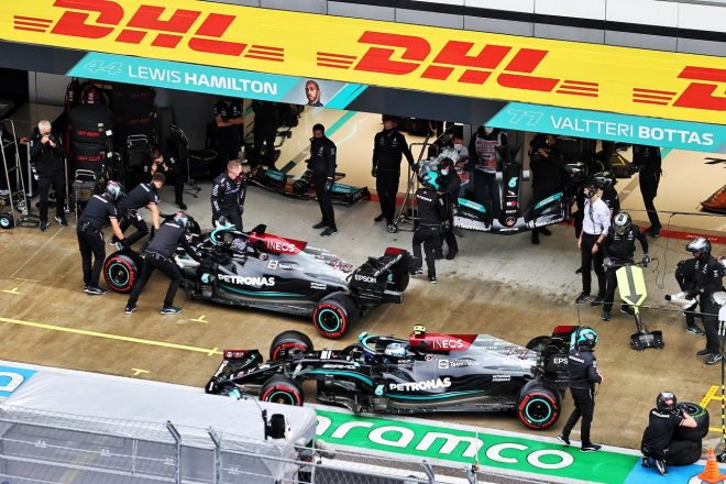 ハミルトン「チャンピオンのやることではない」と意気消沈。メルセデスは「ミスでなく不運でPPを逃した」/F1第15戦