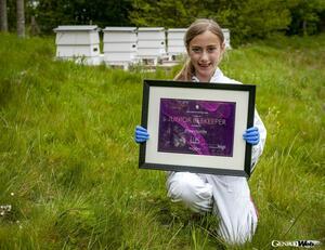 ロールス・ロイス、世界一高価なハチミツの養蜂家に8歳のポピー・リドルを任命