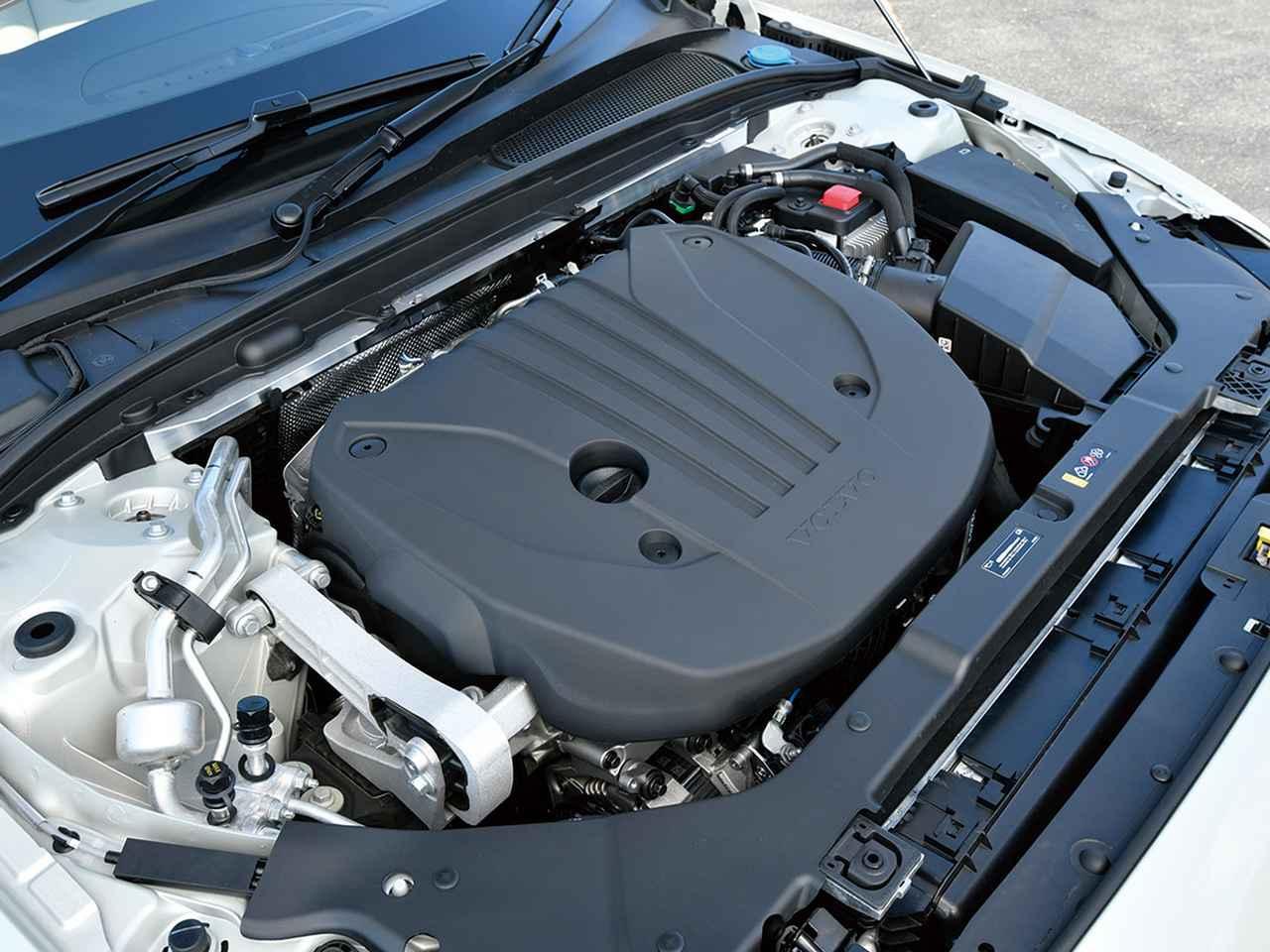 アンダー500万円のジュリア スプリント × V60 B4モメンタム。FRセダンと快適ワゴンの、対照的な2台
