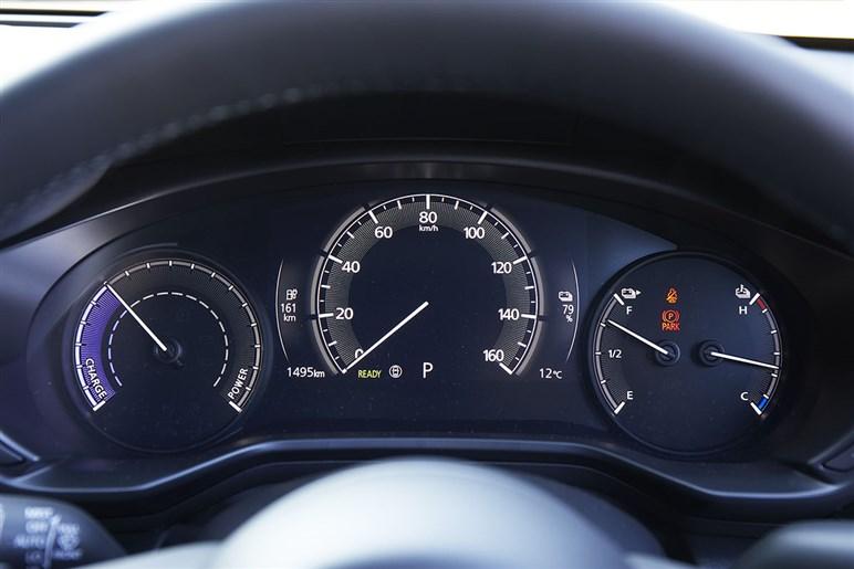 マツダMX-30はハイブリッド車より成熟した走りのEVに魅力あり。大本命は22年登場のPHEVかもしれない