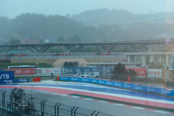 F1 Topic:雨脚の強まるソチ。日没時間を考慮し、予選はコンデイション次第で日曜実施の可能性も