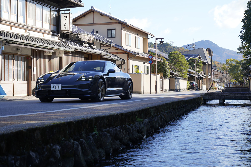 京都の街を走ってわかったポルシェ「タイカン ターボ」の新しい世界観