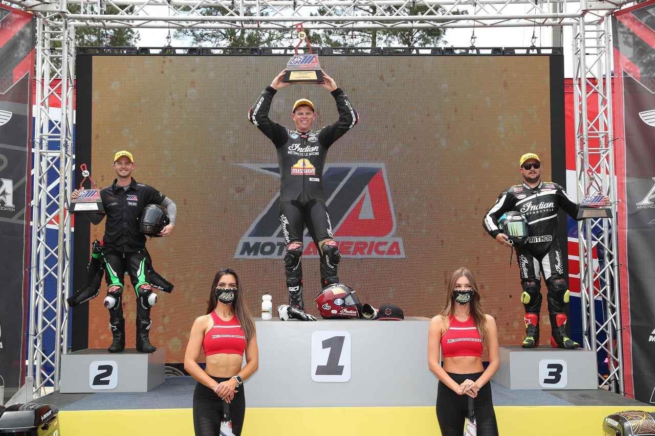 クルーザーにパニアケースで走るレース King of the Baggers ラウンド1でタイラー・オハラが優勝!