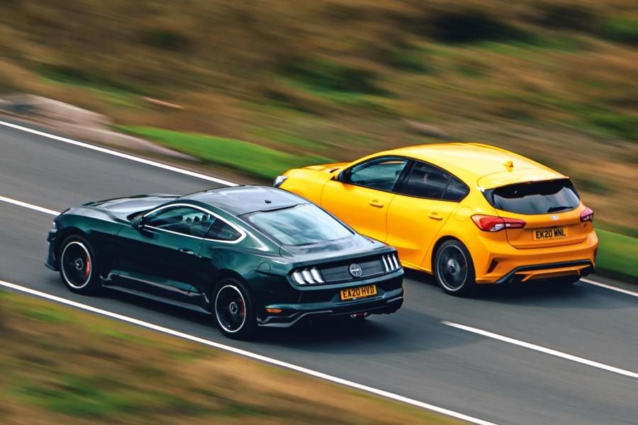 【ポニーカー対ホットハッチ】マスタングかフォーカスSTか ドライバーズ・フォードを比較 後編