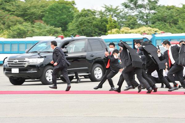 テロ警護のリアル! 五輪控え警視庁が大規模訓練 暴徒化した群衆制圧 銃弾の雨を走るSP