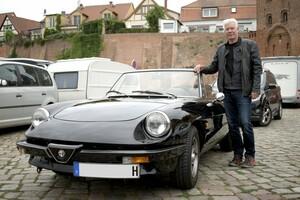 Hナンバーの愛車は漆黒のアルファ ロメオ!ドイツ人の画家・スチューデントさんにインタビュー