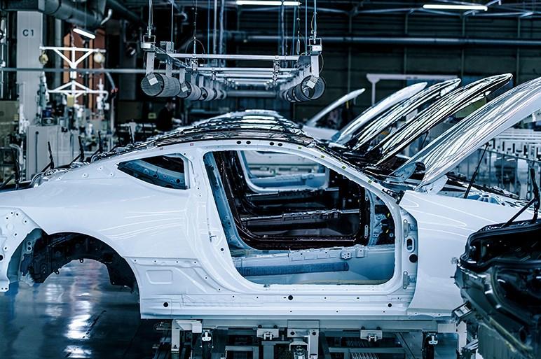 レクサスLC専用生産ラインで量産とは違う新たな試みを見た