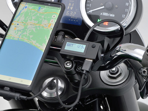 電気が見える! デジタル電圧計&USB電源 Type-A「e+CHARGER」がデイトナから発売!
