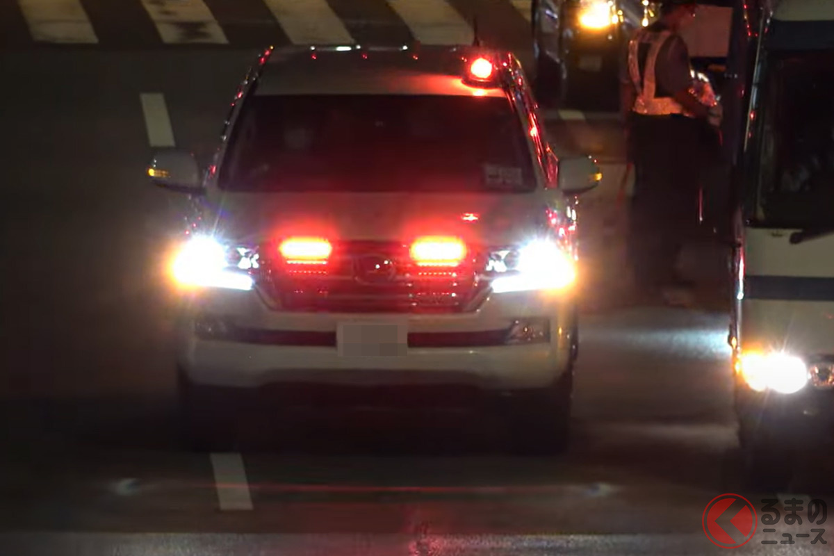 「まさかお前が!」覆面パトカーのトヨタ「ランクル」が東京2020に招集 赤色灯の存在感が凄い!