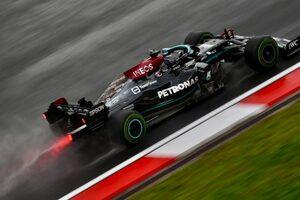メルセデスF1に新タイトルスポンサーの噂。チームはペトロナスとの契約終了を否定