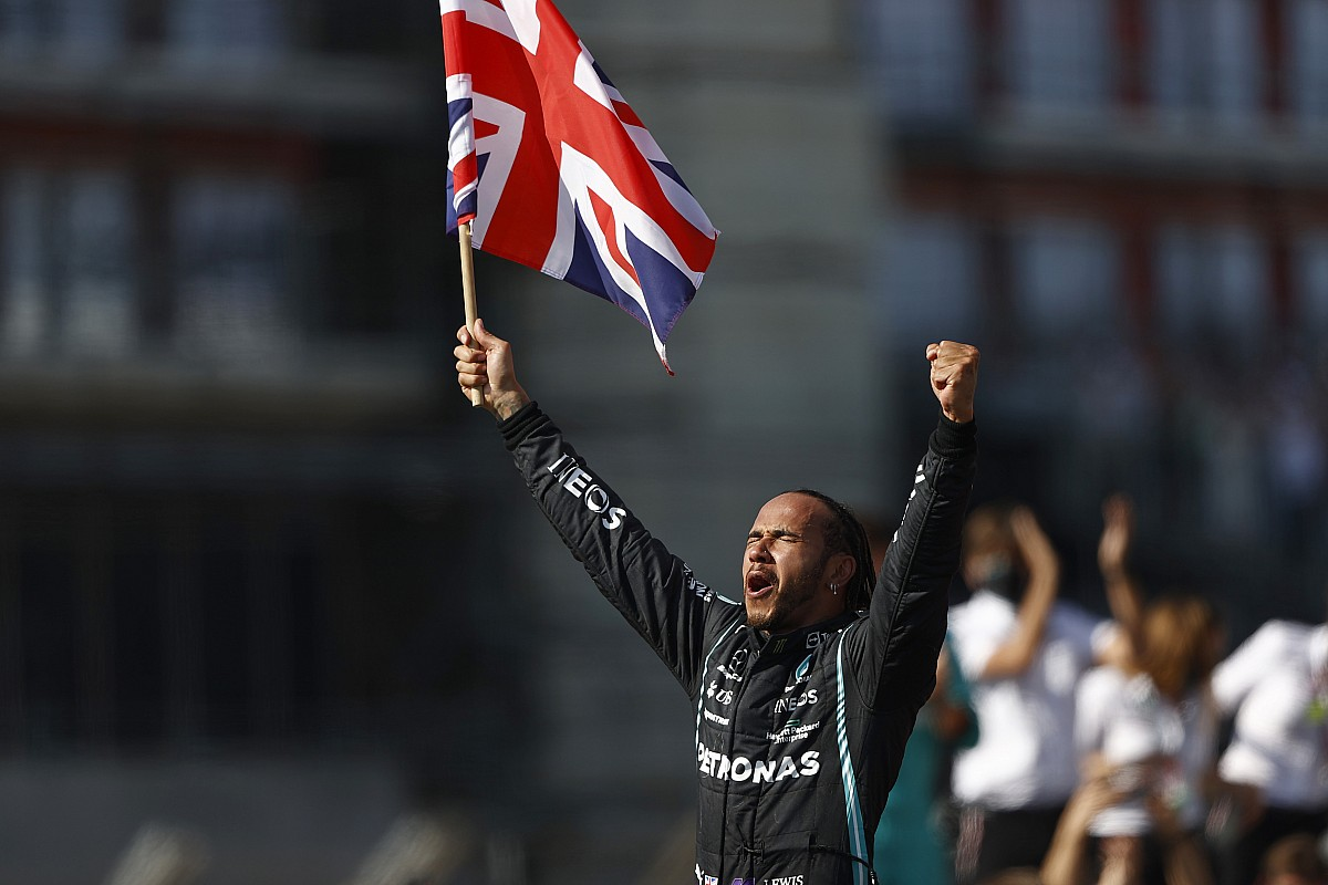 "F1イギリス決勝:ハミルトン、フェルスタッペンと接触も""執念""の逆転優勝。角田裕毅は10位入賞"