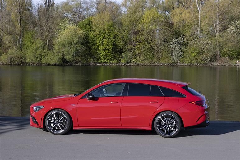 最新シューティングブレークの高性能グレード、VW アルテオン RとメルセデスAMG CLAによる異種格闘技の結果は?
