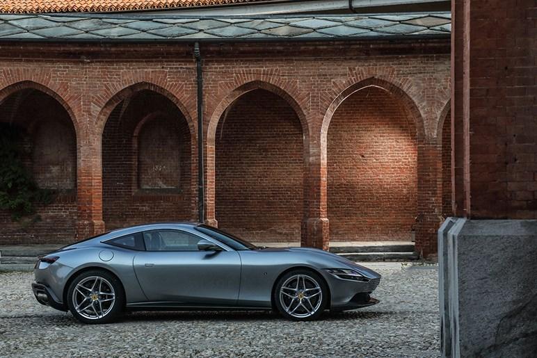 """フェラーリが新たなファン層を狙う""""ケバくない""""ローマは乗り心地までマイルドで新鮮だった"""