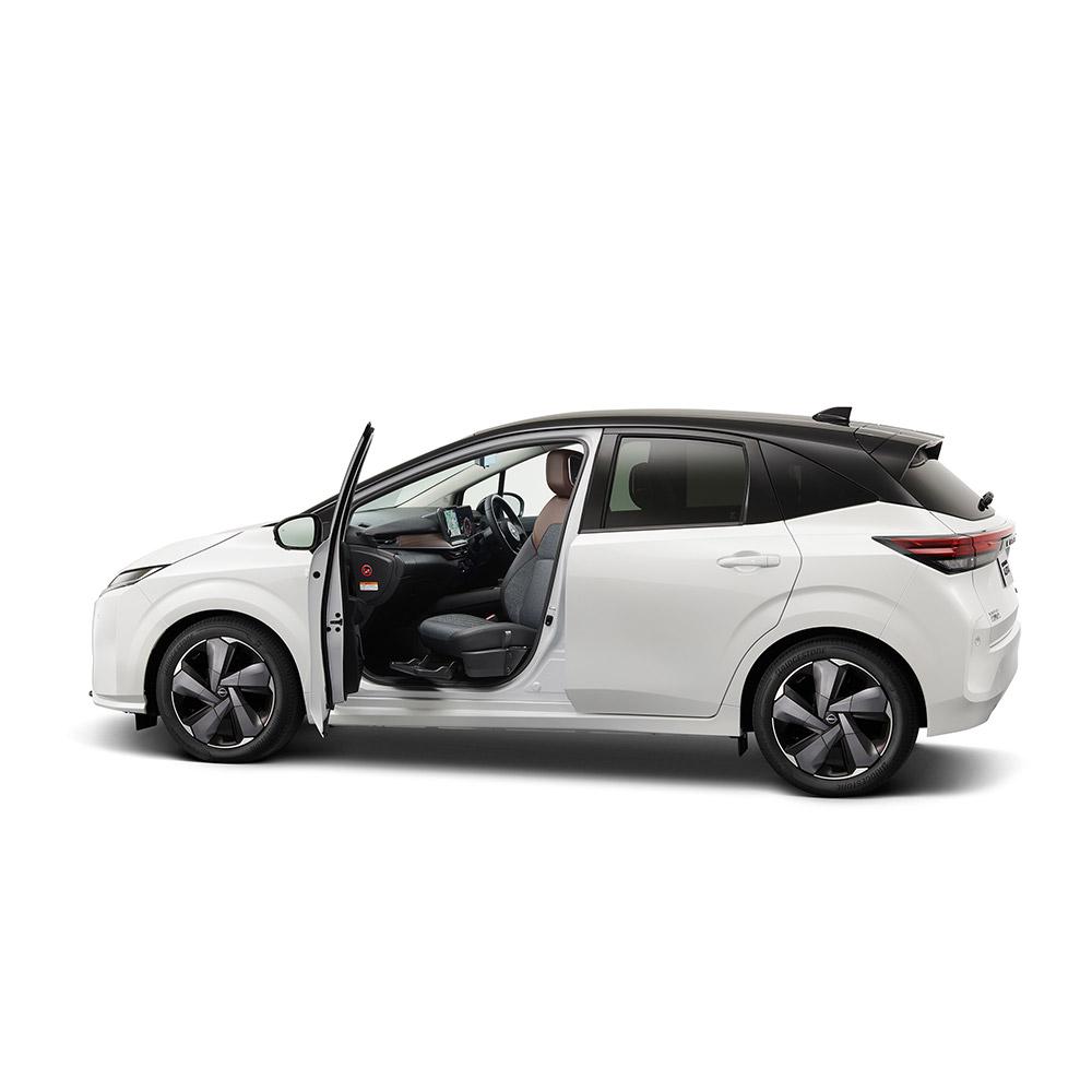 日産、新型コンパクトカー「ノート オーラ」の助手席回転シート車を発表