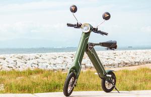 公道も走れる!家庭用コンセントで充電できる小型折りたたみ電動バイク「BLAZE SMART EV」