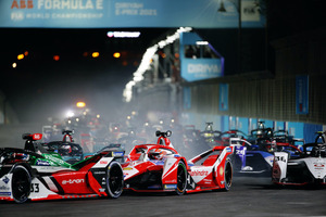 フォーミュラEシーズン7 開幕戦はメルセデス-EQの2年目ニック・デ・フリースが制す