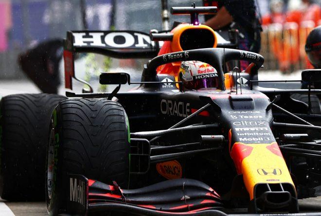 レッドブル代表「今日の2位は勝利のように感じる。決め手となったタイヤ選択はドライバーに委ねた」/F1第15戦