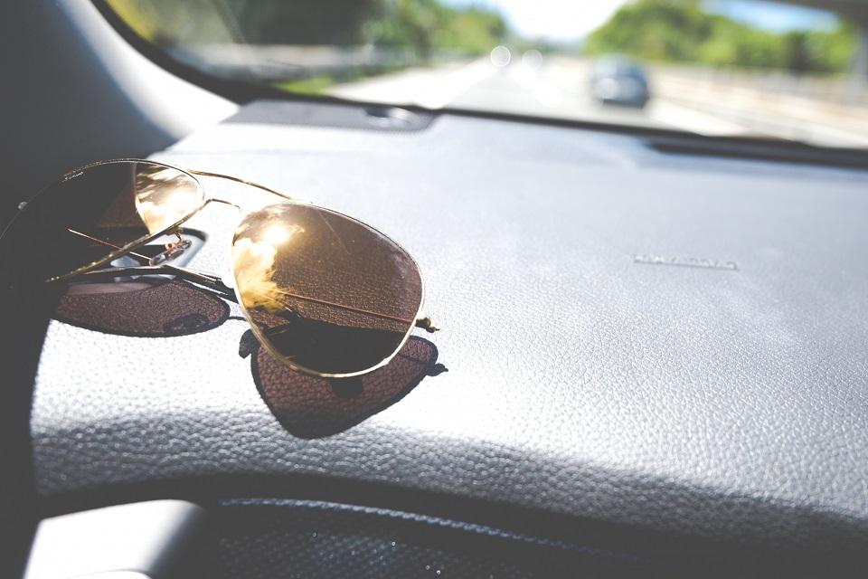 運転疲れの原因に「目の日焼け」あり!!? 運転中にサングラスが必要なわけ