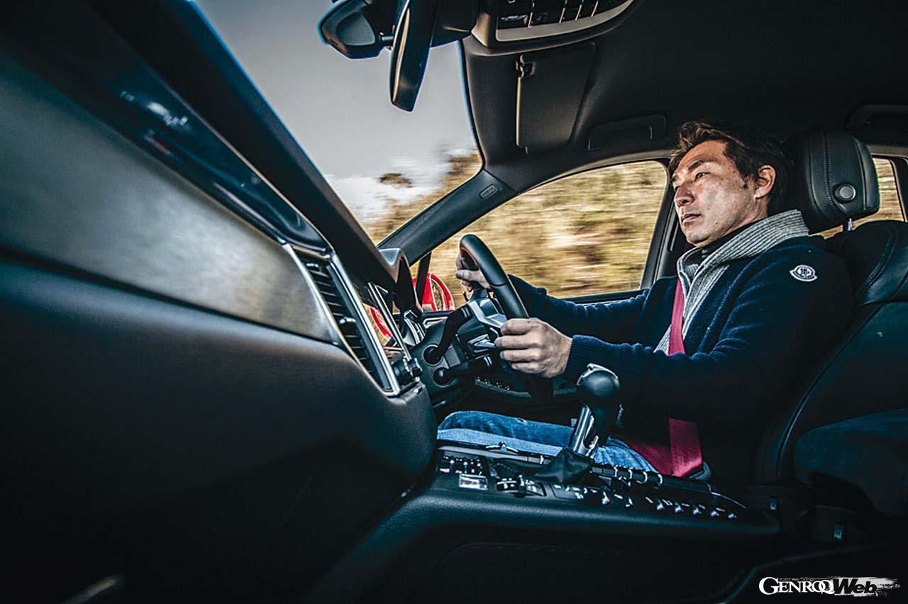 スポーツSUV最強の座は? ポルシェ マカンを追うジャガー Fペイスとレクサス RX450hの包囲網【Playback GENROQ 2018】