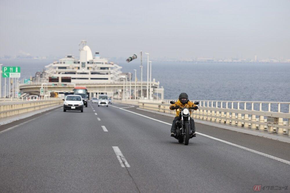 バイクの高速道路料金が半額に!?2022年4月から11月に実施
