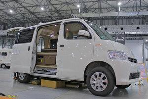 【車中泊が変わる】バタフライシート装備 全長4m級キャンパー「シュピーレン」
