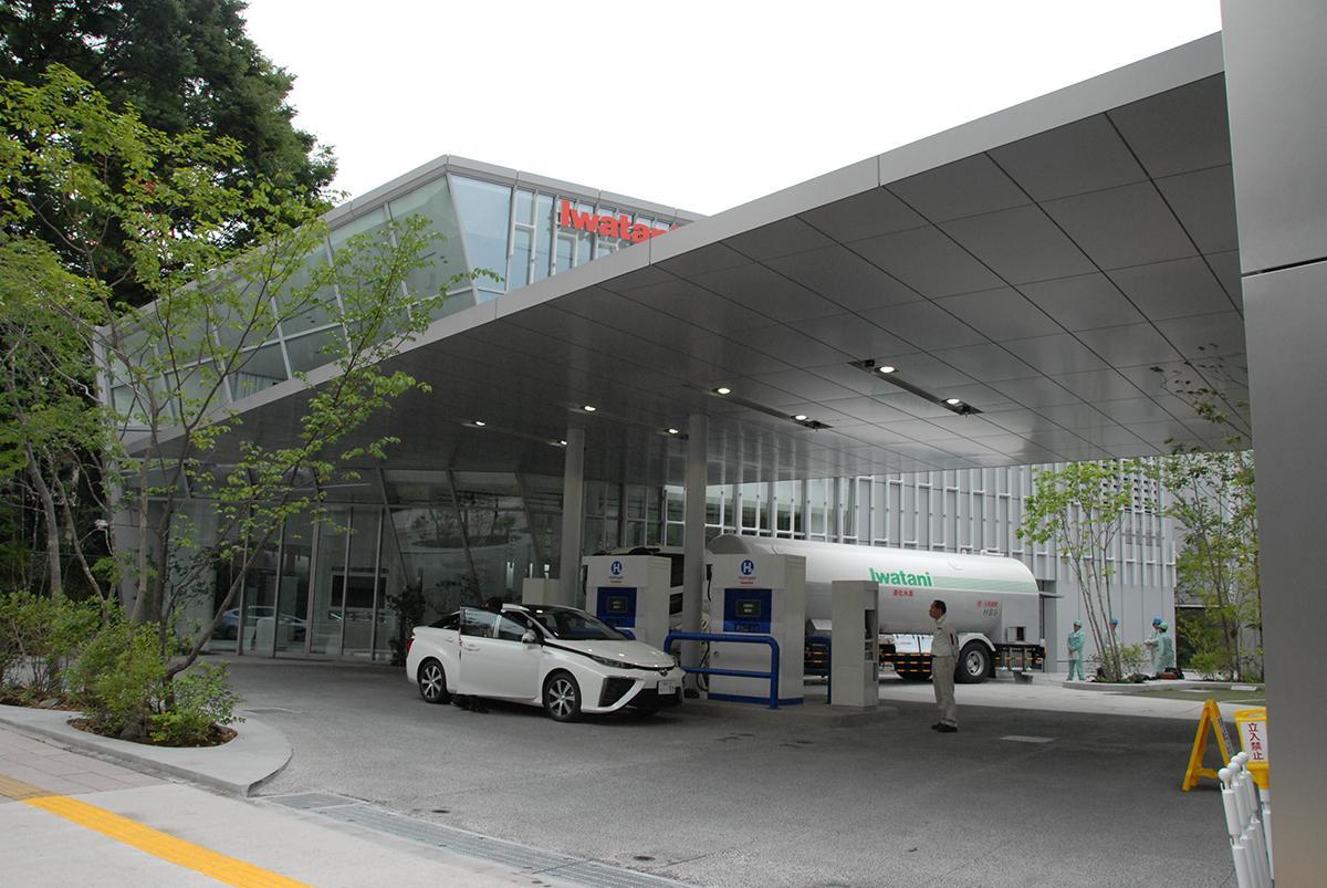 トヨタ新型ミライがいくら「いいクルマ」でも普及が難しい「水素ステーション建設」という壁!