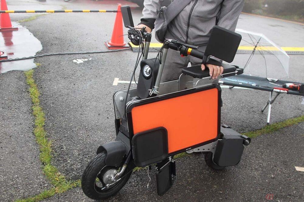 """""""箱型""""に変形する電動バイク「ハコベル」に見た 新たな時代への可能性と忘れてはならない「遊び心」"""