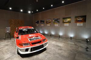 本格カレーショップもOPEN! 三菱本社ショールームにてWRCに参戦した本物のランエボVIに会える「WRC展」開催中!